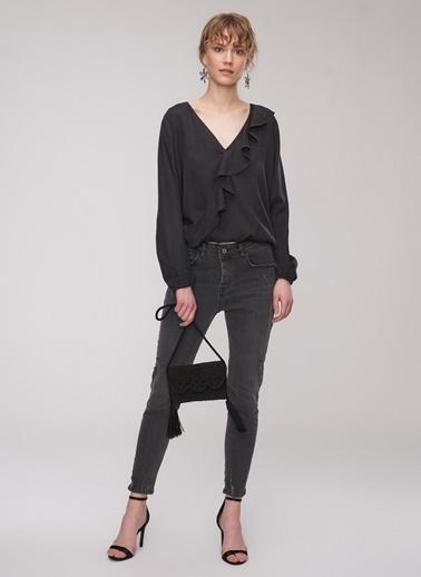 People By Fabrika Volan Detaylı Bluz Siyah
